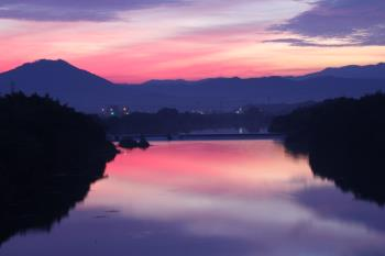 日の出前の緑川