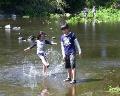 江津湖・湧水池の水遊び